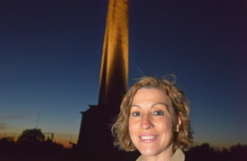 Rebecca Pow and the Wellington Monument